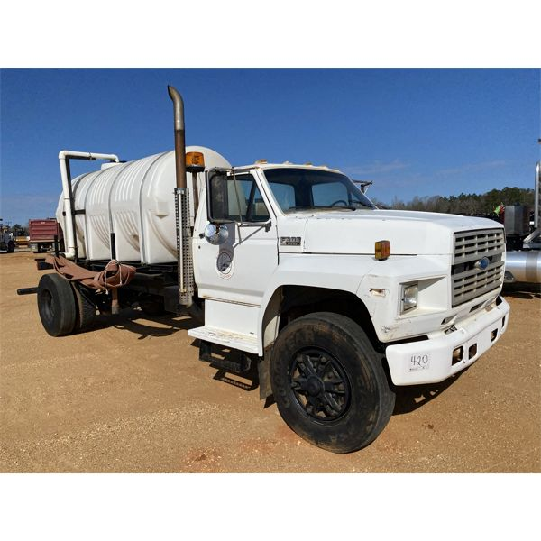 1990 FORD F800 Water Truck
