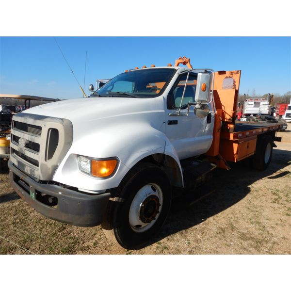 2008 FORD F750 Flatbed Truck