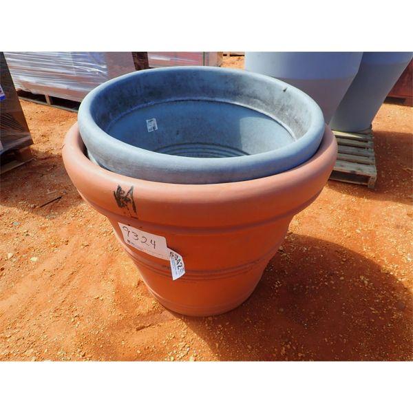 (3) Med planter pots