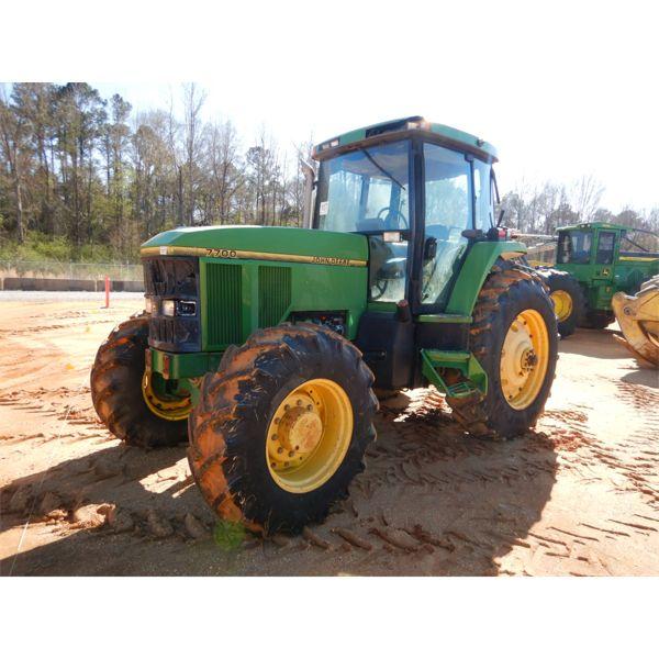 JOHN DEERE 7700 Farm Tractor