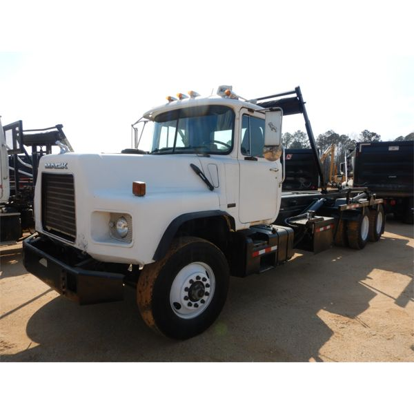 2002 MACK DM690S Roll Off Truck