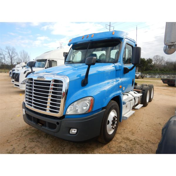 2013 FREIGHTLINER COLUMBIA Day Cab Truck