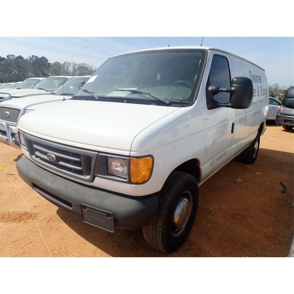2004 FORD E350 Cargo Van