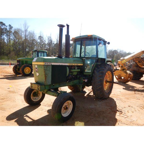 JOHN DEERE 4430 Farm Tractor