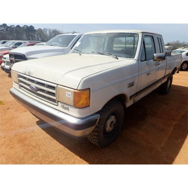 1989 FORD F150 XL Pickup Truck