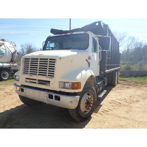 2000 INTERNATIONAL 8100 Grapple Truck