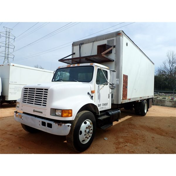 1993 INTERNATIONAL 4900 Box Truck