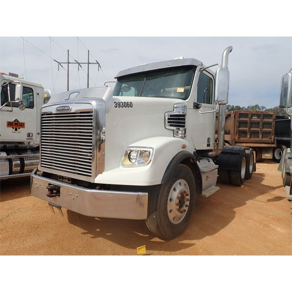 2016 FREIGHTLINER 122SD Day Cab Truck