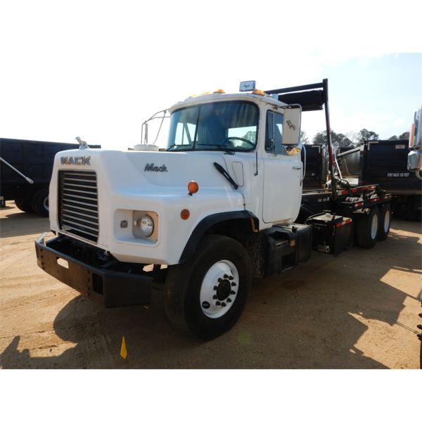 1998 MACK DM690S Roll Off Truck