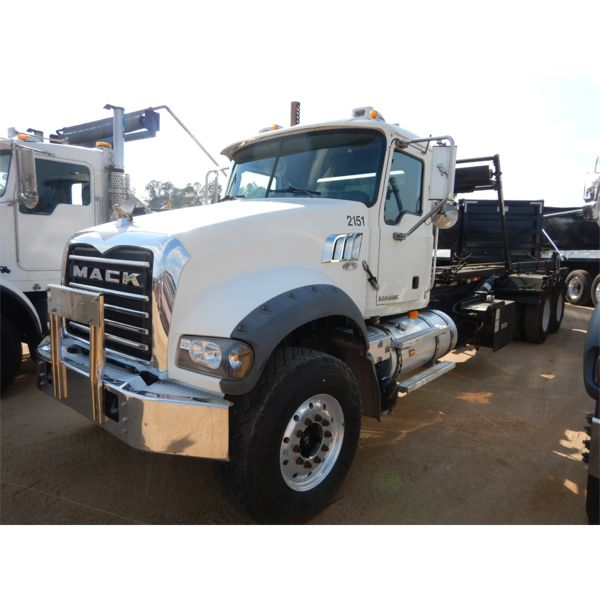 2008 MACK GU713 Roll Off Truck