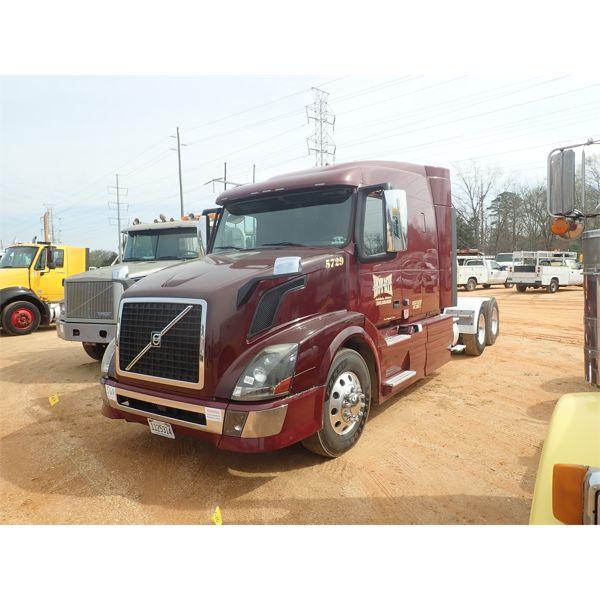 2015 VOLVO  Sleeper Truck