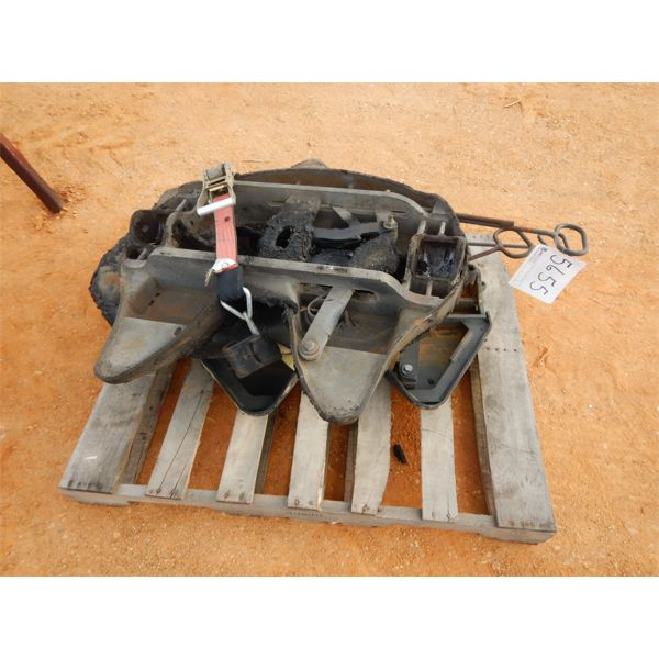 (3) fifth wheel hitch, top plate