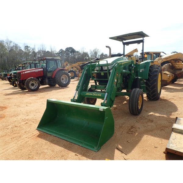 JOHN DEERE 6115D Farm Tractor