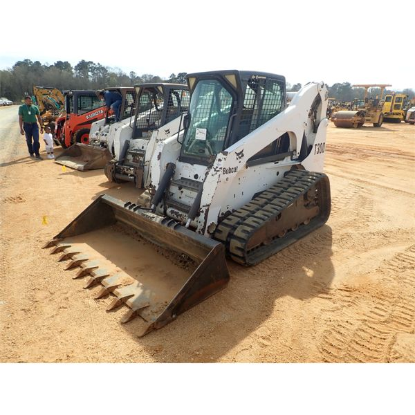 2004 BOBCAT T300 Skid Steer Loader - Crawler