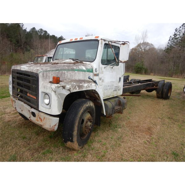 1987 INTERNATIONAL S1900 Cab and Chassis Truck