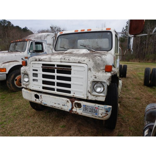 1984 INTERNATIONAL 1954 Cab and Chassis Truck