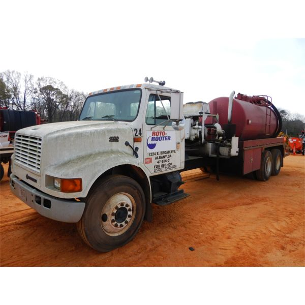 2002 INTERNATIONAL 4900 Sewer Rodder Truck