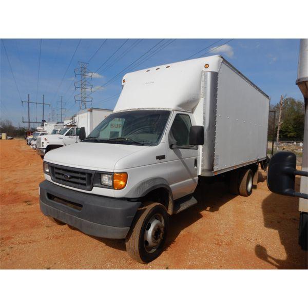 2003 FORD F550 Box Truck