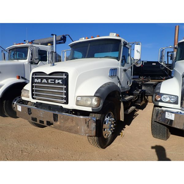 2007 MACK CTP713 Roll Off Truck