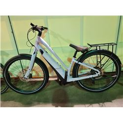 WHITE COMO 10 - SPEED ELECTRIC BIKE WITH FULL DISC BRAKES (NO KEY, NO CHARGER, RUNNING CONDITION
