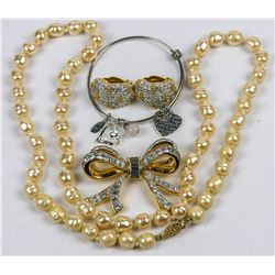 Pearl Necklaces  (126697)