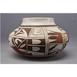 HOPI INDIAN POTTERY JAR (L J NAVASIE)