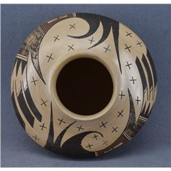 HOPI INDIAN POTTERY JAR ( DOLLIE JOE NAVASIE)