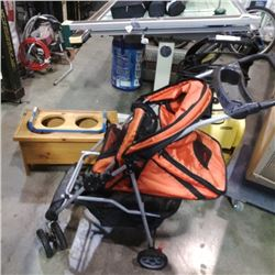 2 PET FEEDING STANDS AND STROLLER