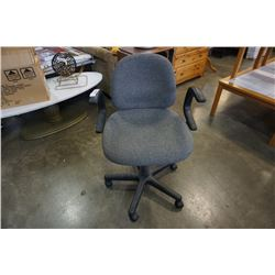 GREY ROLLING GAS LIFT OFFICE CHAIR AND POOL CUE