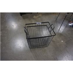 2 RECTANGULAR WIRE BASKETS
