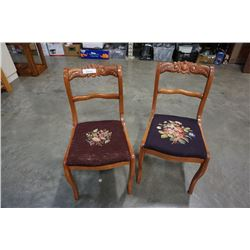 2 VINTAGE CHAIRS WITH STICHED SEATS