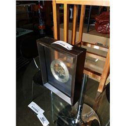 BATTERY POWERED SKELETON DESK CLOCK