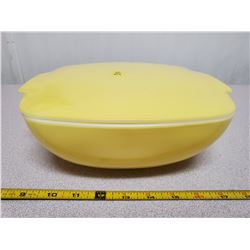 yellow vintage Pyrex ovenware