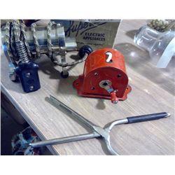 Curling Tong Heater & Metal Rope Spool