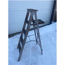 5' Wooden Step Ladder