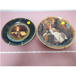 2 decorative plates with hangers