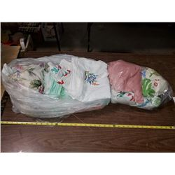 BAG OF FABRIC (CURTAINS, TABLECLOTHS, ETC)