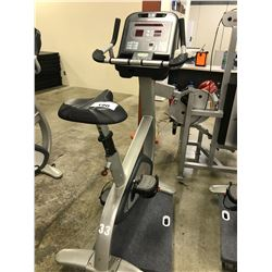 STAR TRAC 9-8000-MINTPO UPRIGHT BIKE