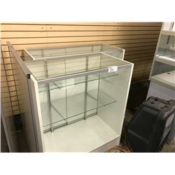 LOT OF 5 COUNTER HEIGHT WHITE DISPLAY CASES