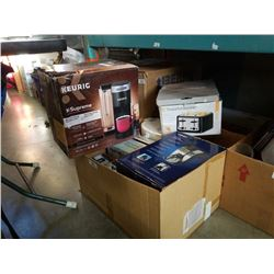 Lot of keurig coffee maker and other kitchen appliences