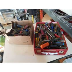 TRAY AND BOX OF SCREWDRIVERS