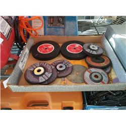TRAY OF GRINDING DISCS AND WHEELS
