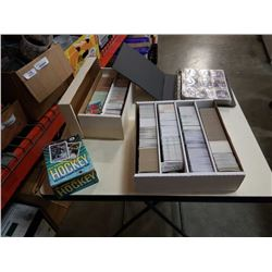 LOT OF COLLECTABLE SPORTS CARDS