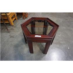GLASSTOP HEXAGON ENDTABLE