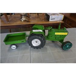 JOHN DEER PLASTIC TRACTOR AND TRAILER