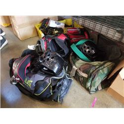 ALIEN GOLF BAG WITH CLUBS AND 2 BAGS OF DRAKO SPARRING GEAR
