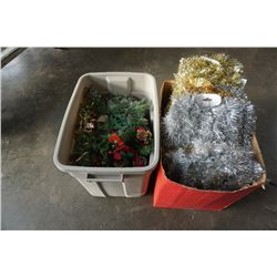 2 BOXES OF CHRISTMAS GARLEN AND CENTER PIECES