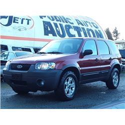 H5 --  2005 FORD ESCAPTE XLT  , Red , 217992  KM's