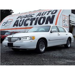 D2 --  2000 LINCOLN TOWN CAR CARTIER , White , 228978  KM's