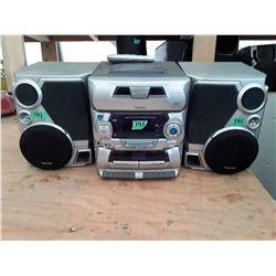 141 - Venture 5 CD Stereo 7 Speaker Set works Well